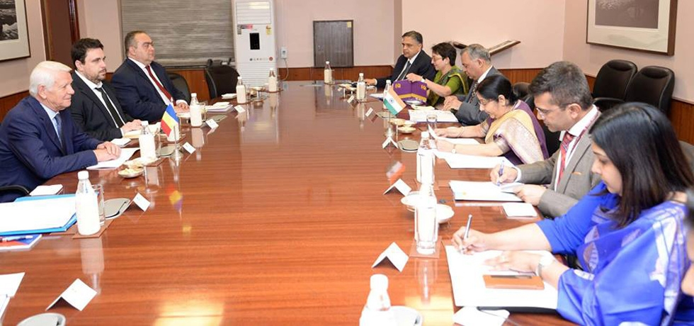 Minister of External Affairs of India H.E. Mrs. Sushma Swaraj and Minister of Foreign Affairs of Romania H.E. Mr. Teodor Melescanu hold delegation level talks (New Delhi, 26th November 2018)